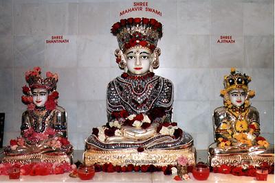 Image of Mahavira, Shantinath, and Ajitanath (Bartlett, IL)