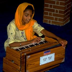 Sikh Girl with Kirtan at Sri Guru Singh Sabha (Glen Rock, NJ)