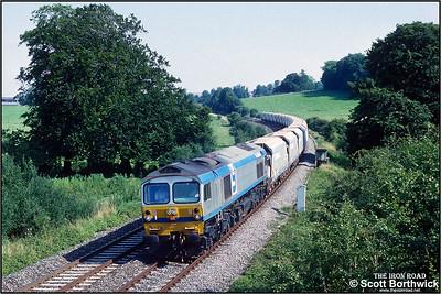 59003 'Yeoman Highlander' passes Sherrington whilst working 6V42 1655 Eastleigh East NY-Westbury Down TC on 31/07/1992.