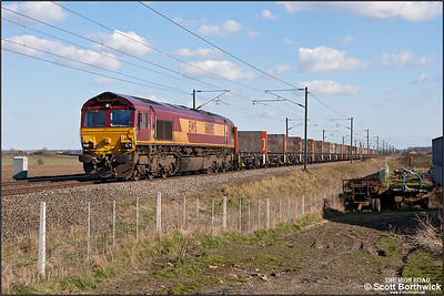 66085 provides the power for 4E25 1436 Biggleswade-Heck passing Broad Fen Lane, Claypole on 03/04/2013.