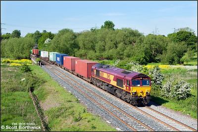 66039 passes Lea Marston whilst working 4M07 0230 Felixstowe South-Birch Coppice Exchange Sdg on 17/05/2014.