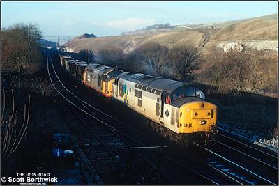 37422+37685 pass Great Rocks Jnct with 6H45 1200 Oakleigh Sdgs-Tunstead Sdgs ety limestone on 04/12/1990.
