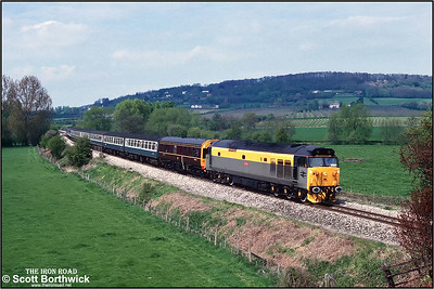 50015 'Valliant' passes Stoke Edith with a Hereford-Worcester special on 05/05/1991.
