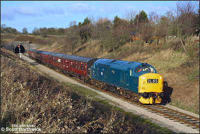 37215 approaches Winchombe with the 1135 GotheringtonToddington service on 28/12/2001 during the Gloucestershire Warwickshire Railways 2001 Christmas Diesel Day.