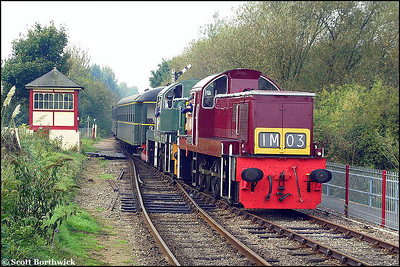 D9523+D9516 arrive at Orton Mere whilst working the 1020 Wansford-Peterborough Town service on 13/10/2001.