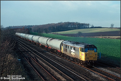 31163 passes Knabbs Bridge, Melton Ross with 6D96 1058 SX Welton-Immingham Transit Quay on 19/11/1990.