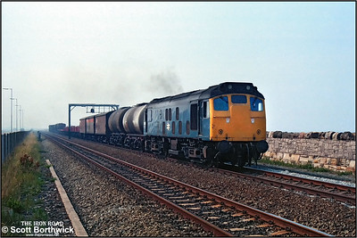 25242 passes Ffynnongroyw with 7F10 1538 Llandudno Junction-Warrington Arpley Speedlink service on 12/07/1983.