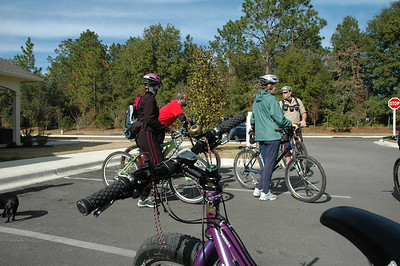 We gather the gang for the afternoon's tour of the Munson Hills trail area:  http://members3.clubphoto.com/john272201/731069/guest.phtml