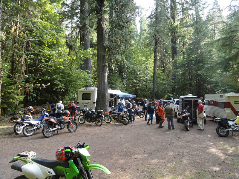 About 30 plus riders make it down to Gifford for the TTR camp & ride. Today 4 different rides are departing. An adventure route, an easy DS, a hard DS, and a true trail ride.