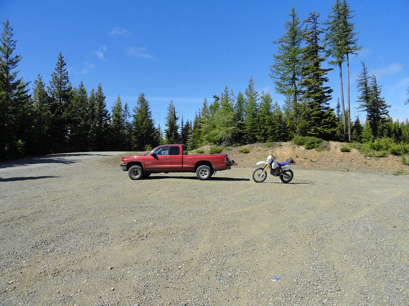 Staged at the top of Woods-Steele Road (FR 4510).