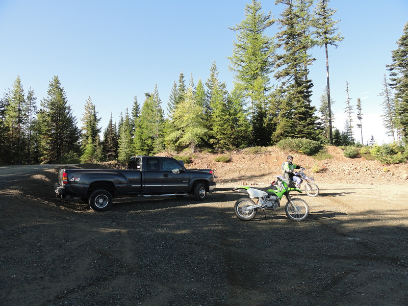 Starting off the morning at the Gravel Pit on Woods Steele Rd (4510). Three riders today me, Robdogg and Shrubitup.