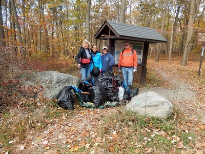 (picture byThom) Turkey Hill Lake clean-up
