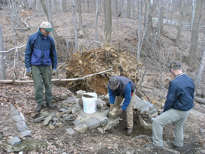 029 Chris Reyling, Erik Garnjost and Charlie Morgan working on lst step