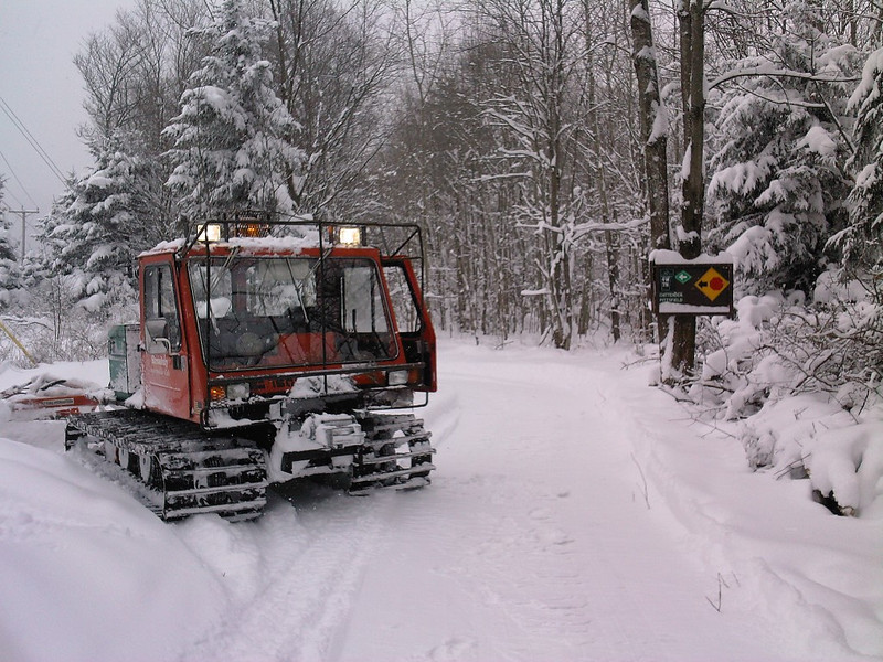 2009-2010 season with our LMC 1500 the first year the trail was open. This groomer gave us lots of years of dependable service. This was the Sno-Birds first groomer that they owned as a club.