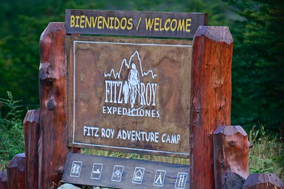 For 2 nights, we stayed at the Cabañas Fitz Roy, about 45 min from El Chaltén. The access road is too narrow for our bus, so we walk about 10 min from the entrance.