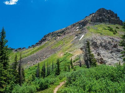 Trail heading through the upper basin to Quartz Window