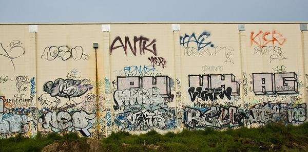 Trackside graffitis Auckland New Zealand - Aug 07