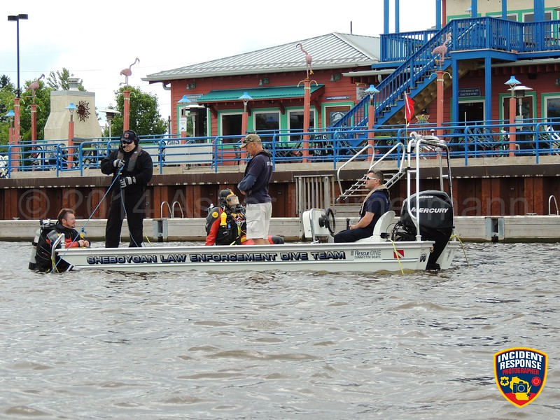 The Sheboygan County Dive Team conducted training in the Sheboygan River near South 8th Street in Sheboygan, Wisconsin on Tuesday, July 15, 2014. Photo by Asher Heimermann/Incident Response.