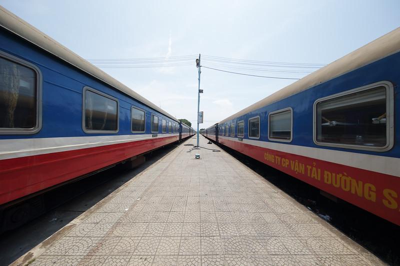 Vietnam_Reunification_Express_train_Dieu_Tri