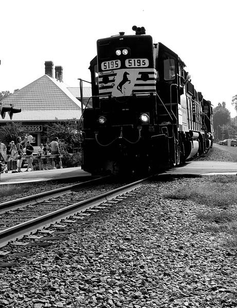 Norfolk Southern EMD GP38-2 - 5195 - Norcross Station, GA