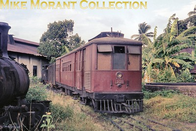 """Ceylon Government Railways 2' 6"""" narrow gauge Sentinel V2 class geared steam railcar no. 331, works no. 7303/1928, at Dematagoda on an unspecified date in 1976. [Mike Morant collection]"""