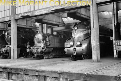 Pre-SNCF engine shed  -  dépôt de locomotives de pré-SNCF