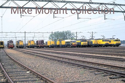 NS  - Nedelandsche Spoorwegen - Dutch Railways This was a staged photo line-up of NS modern traction locomotives at Watergraafsmeer on 29-7-89 as part of the NS 150 event. I've not yet managed to identify every loco but this is the list of what I've tus far unearthed: from left to right .... 636 - 2275 - ???? - 2463 - ???? - 2530 - 6403 - 27000 - 1153 - 1218 - 1313 - ???? [Mike Morant collection]