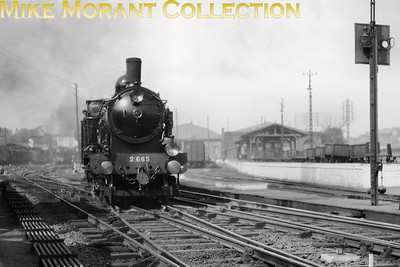 Cdf du Nord du Bousquet - de Glehn 4-cylinder compond Atlantic no. 2.665 departs from Boulogne Ville with an Up boat train on 20/9/1928. [Mike Morant collection]
