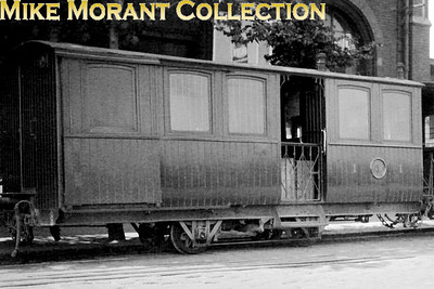 Metre gauge Cdf Économiques du Nord carriage at Boulogne Ville on 30/6/1931. I know nothing more about this fascinating carriage and your help would be appreciated. Je ne sais rien de plus sur cette voiture fascinante et votre aide serait appréciée. [Mike Morant collection]