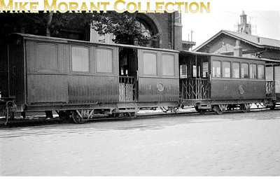 Metre gauge Cdf Économiques du Nord carriages at Boulogne Ville on 30/6/1931. I know nothing more about these fascinating carriages and your help would be appreciated. Je ne sais rien de plus sur ces voitures fascinantes et votre aide serait appréciée. [Mike Morant collection]