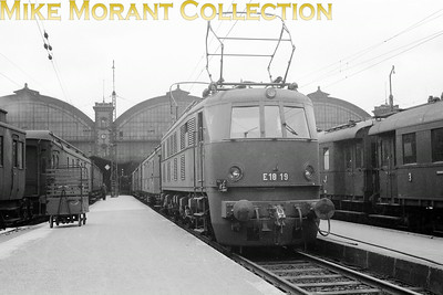 Pre-war German electric  -  Deutsche Reichsbahn-Gesellschaft (DRG) DRG 1'Do'1' electric locomotive no. E18 19 at München Hbf circa 1938. E18 19 entered service with the DRG in September 1936 and has survived, just about, to this day although it's apparently not roadworthy and is hidden away at the rear of the DB's Lichtenfels museum facility.