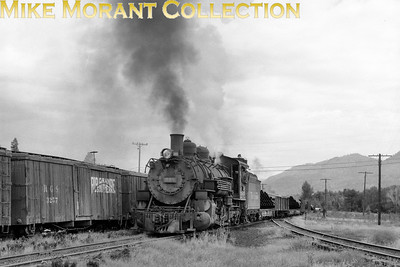 D&RGW narrow-gauge steam locomotive No. 498 passing Dulce NM in 1964. [Photographer: R. E. Field/Mike Morant collection]