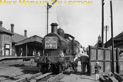 REC: The South Midlander 24/4/55 GWR Dukedog 4-4-0 no. 9015 at the SMJR's Stratford-on-Avon station which had closed on 7/4/52. [Mike Morant collection]