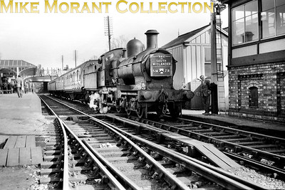 REC: The South Midlander 24/4/55 GWR Dukedog 4-4-0 no. 9015 at Evesham (Mid) station which was extant but would close on 17/6/63. [Mike Morant collection]