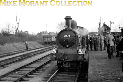 REC: The South Midlander 24/4/55 GWR Dean Goods 0-6-0 no. 2474 at Moreton-in-Marsh station. [Mike Morant collection]