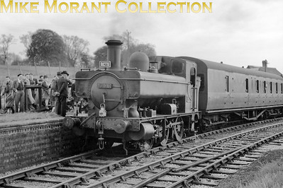 RCTS: Swindon & Highworth Railtour 25/4/54 Collett outside cylinder 0-6-0PT no. 1366 at Highworth station. [Mike Morant collection]