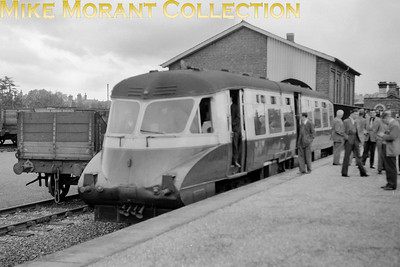 London Railway Society: Diesel excursion 26/9/54 GWR Collett Flying Banana railcar no. W13 was used throughout and is depicted here at Marlow station. [Mike Morant collection]