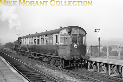 GWR autocoach no. W174 of 1930 vintage departs from South Greenford Halt with Southall allocated Collett pannier tank no. 5417 in push mode. [Mike Morant collection]