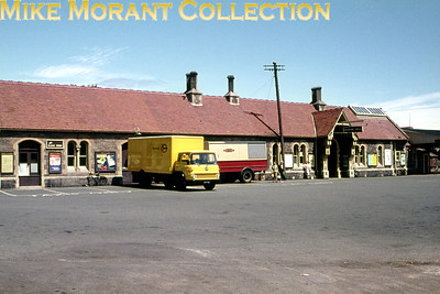 Minehead station frontage and forecourt.