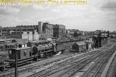 Stanier 6P/5F mogul no. 42981 with a Down ballast train approaching Rugby no. 5 'box in 1962. This was probably taken during the period 6/62 thru' 6/63 when 42981 was allocated to Nuneaton mpd. [Mike Morant collection]
