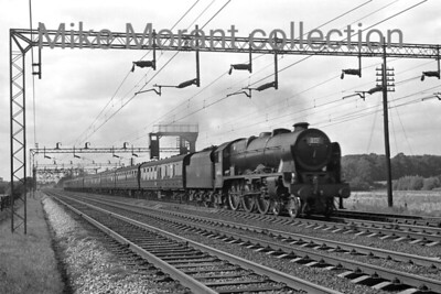Rebuilt 'Royal Scot 4-6-0 no. 46156 The South Wales Borderer in charge of a northbound expresss under the WCML wires. There's no indication of when or where this was taken but the loco's cab side hasn't yet benn besmirched with the dreaded yellow stripe. [Mike Morant collection]