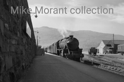 Stanier 'Black 5' 4-6-0 no. 44722 ready for departure from Kyle of Lochalsh on 26/6/60. 44722 had been an Inverness mpd resident since 1952 but would be reallocated to Perth only two months after this shot was taken. [Mike Morant collection]