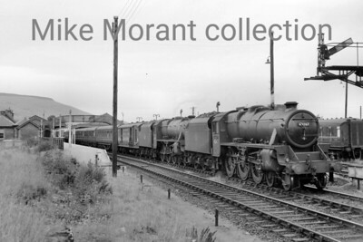 Stanier 5MT 4-6-0 no. 45167 pilots an unidentified classmate at Aviemore in 1960. Note the Royal Mail coach behind the train engine. [Mike Morant collection]