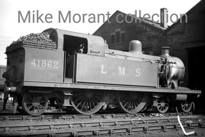 Rebuilt LT&SR 3P class 4-4-2T no. 41962 but still proclaiming LMS ownership. This was taken at 16C Masnsfield mpd where 41967 was allocated from March 1948 until withdrawal in February 1951. [Mike Morant collection]
