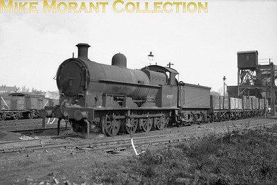 'Super D' 0-8-0 no. 48907 was originally an LNWR, Webb-cylionder compound of 1902 vintage that was rebuilt in 1928 as a G1 class 2-cylinder simple engine to Beames's design. Enhancement to this G2a specification was implemented in 1946. There's no supporting data with this negative and so the date and location are not currently known. 48907 would be withdrawn at Walsall Ryecroft shed in September 1957.  [Mike Morant collection]