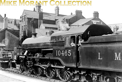 Former L&YR, Hughes designed 'Dreadnought' 4-6-0 LMSR no. 10465 at an unspecified location in 1935. 10465 was built at Horwich in October 1924 fitted from new with Walschaerts valve gear and larger cylinders. Although regarded as a success it didn't necessarily guarantee a long working life as 10465 was withdrawn in January 1937. [Mike Morant collection]