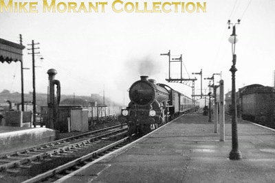 An unidentified Gresley B17 class 4-6-0 enters Colchester station in the summer of 1957. the B2 on the right is no. 61644. Photo taken by Mike Morant