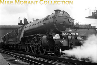 The Southern's shortage of express motive power when all the Bulleid pacifics were temporaily withdrawn in May 1953 following a cracked axle incident which led to several Gresley V2 prairies moving to Nine Elms mpd to cover some of their duties. No. 60916, on loan from New England shed, is depicted here in charge of a down Bournemouth Belle awaiting departure from Waterloo station. [Mike Morant collection]