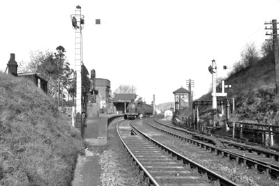 A nice panoramic view of Chesham station on Christmas Day 1953. The branch train is in the charge of Robinson C13 class 4-4-2T no. 67418. [Mike Morant collection]