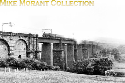 An unidentied Thompson B1 crosses Dinting viaduct in June 1954. The other shots in this series suggest that it was taken just prior to the start of electric services via Woodhead. [Mike Morant collection]